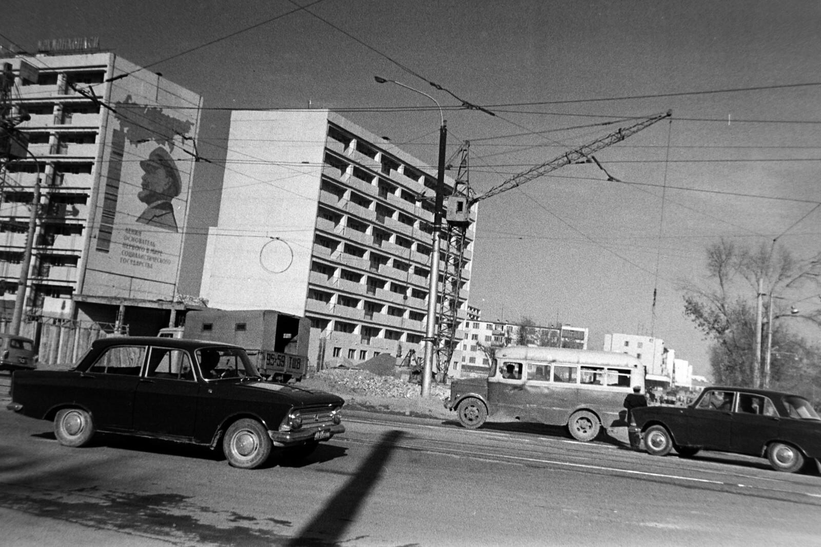 8. Ташкент. Строительство гостиницы «Дружба»