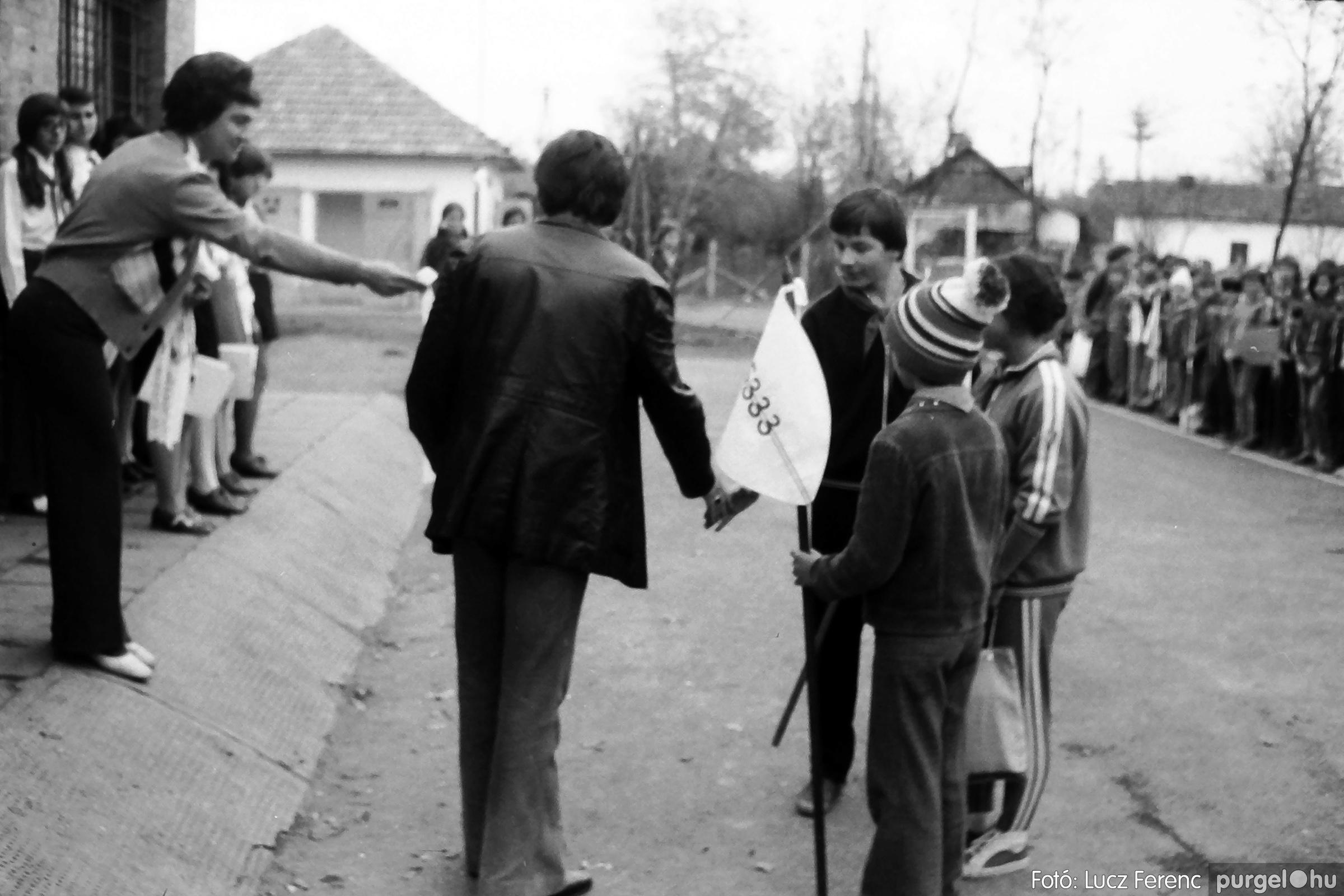 092. 1977. Úttörő rendezvény a Központi Általános Iskolában 023. - Fotó: Lucz Ferenc.jpg