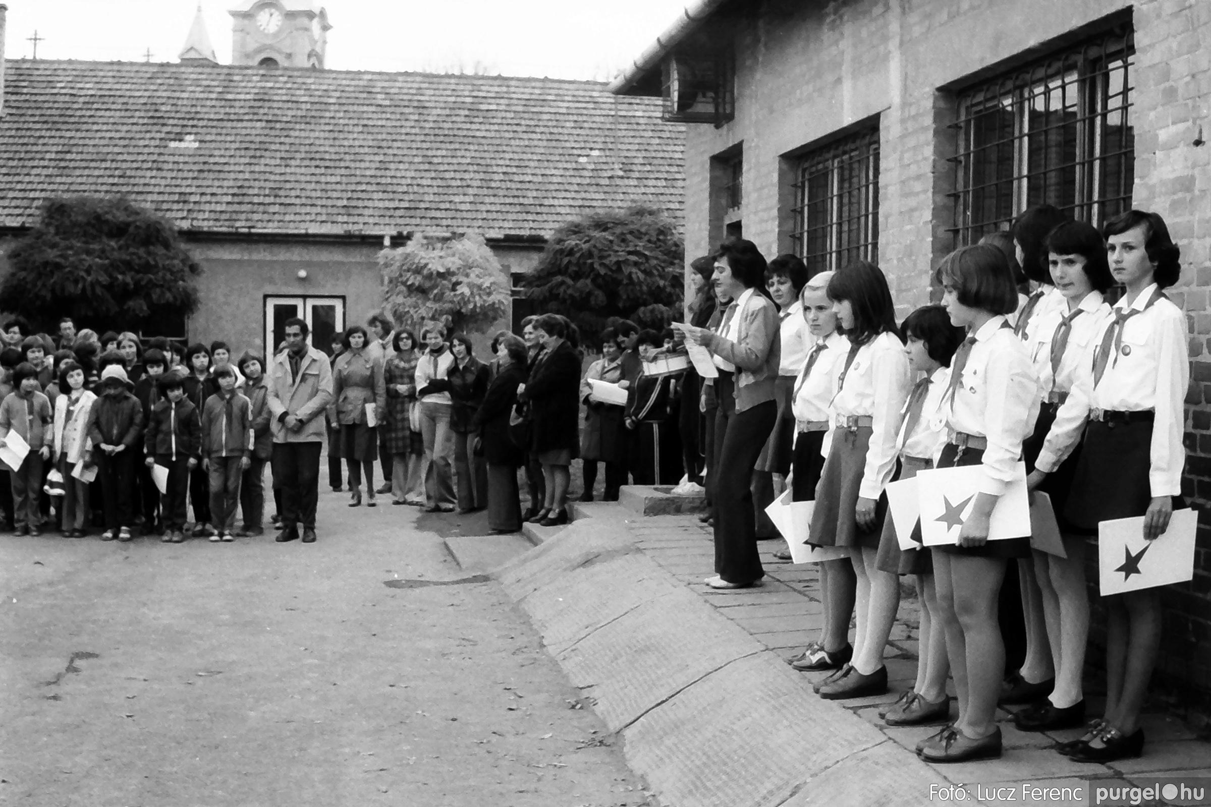 092. 1977. Úttörő rendezvény a Központi Általános Iskolában 031. - Fotó: Lucz Ferenc.jpg