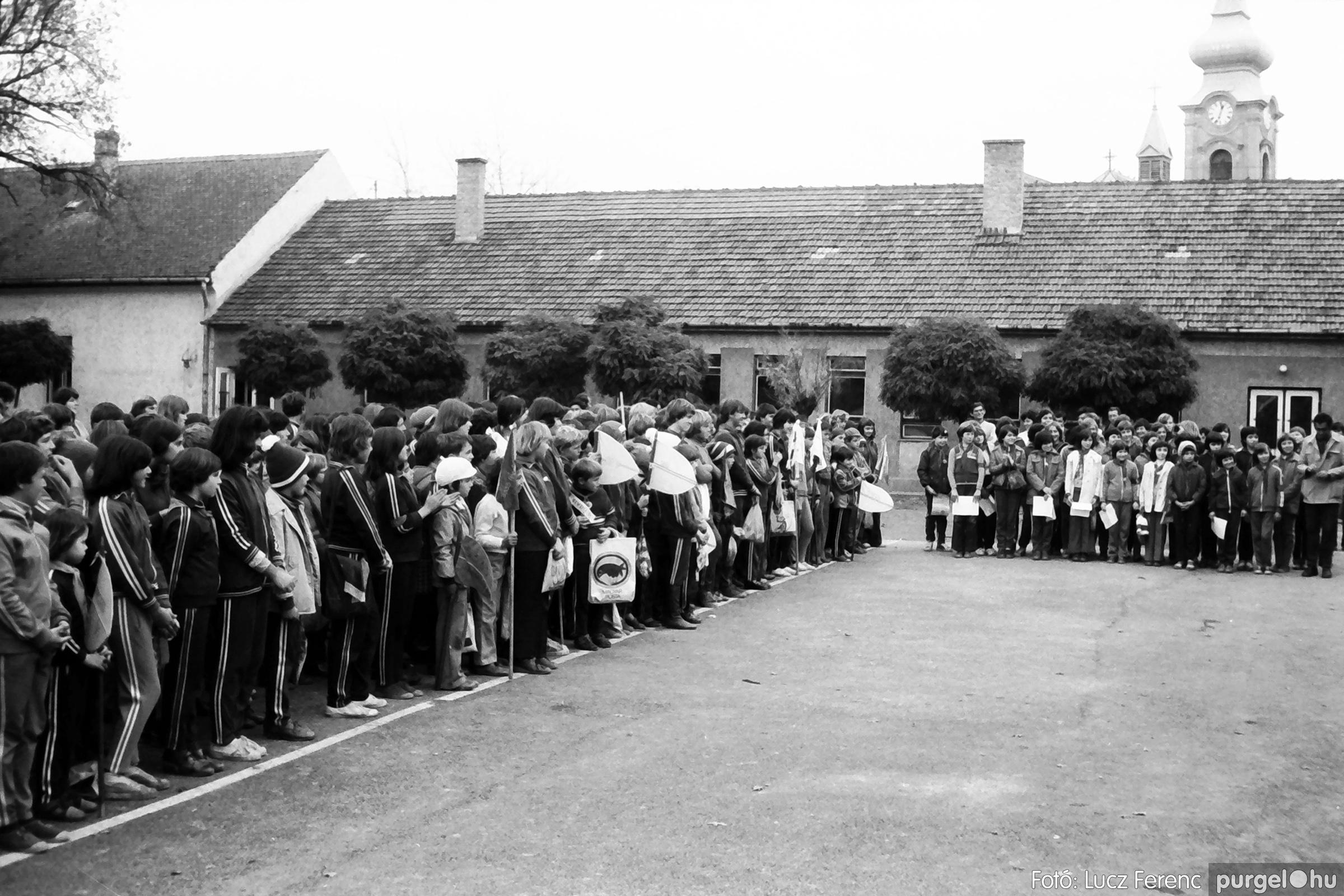 092. 1977. Úttörő rendezvény a Központi Általános Iskolában 030. - Fotó: Lucz Ferenc.jpg