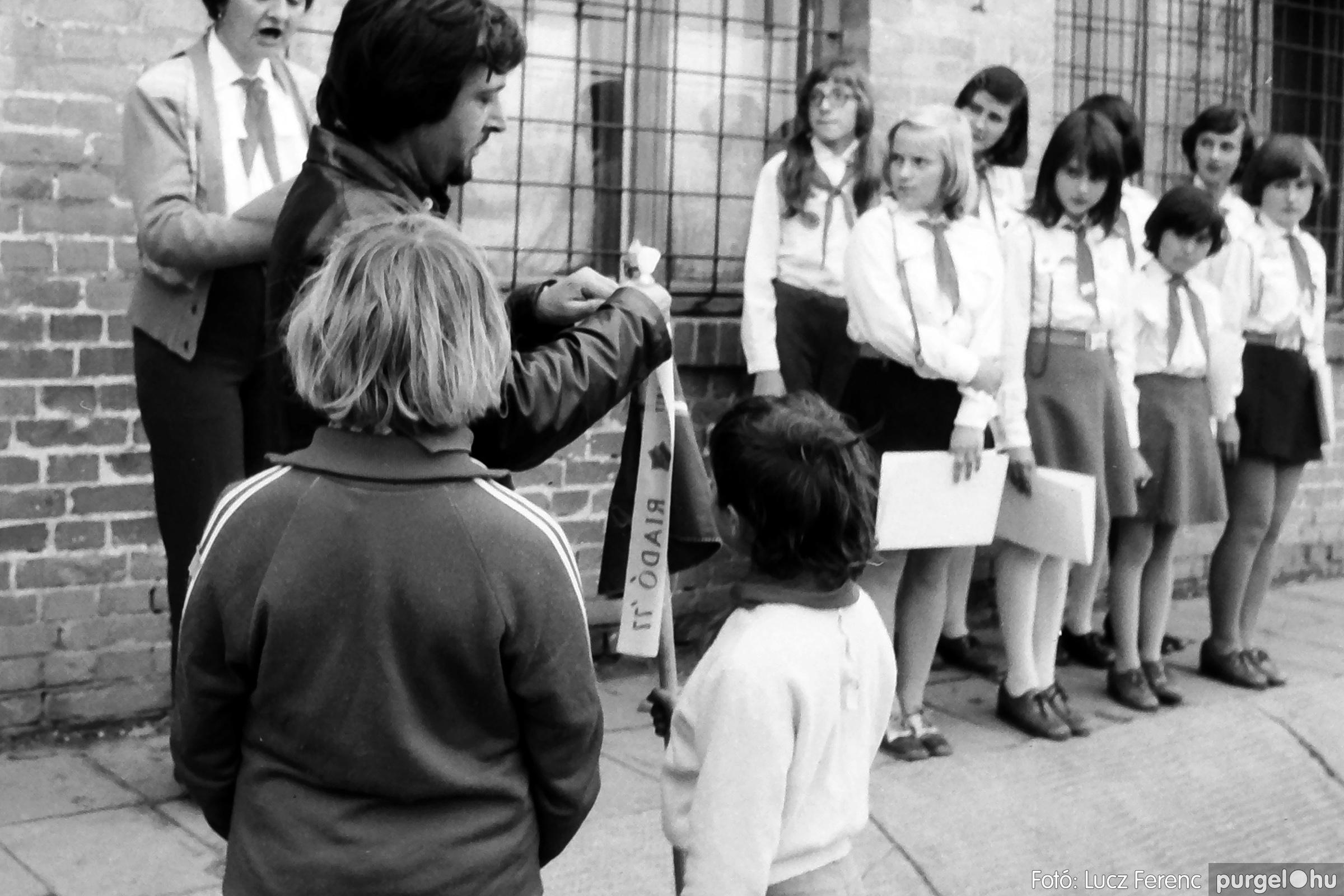 092. 1977. Úttörő rendezvény a Központi Általános Iskolában 028. - Fotó: Lucz Ferenc.jpg