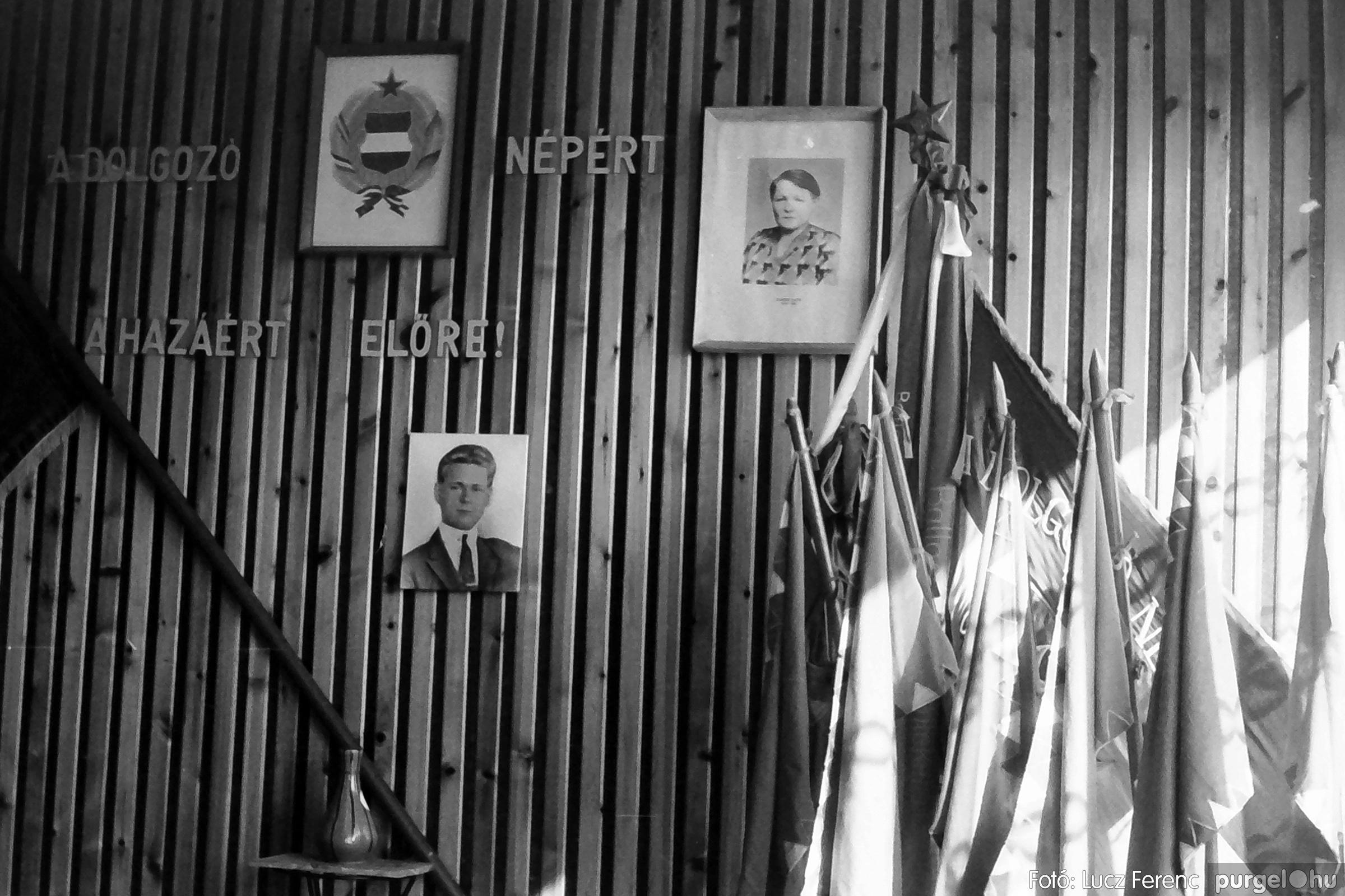 093. 1977. Szovjet katonák látogatása a nagy októberi szocialista forradalom 60. évfordulóján 018. - Fotó: Lucz Ferenc.jpg