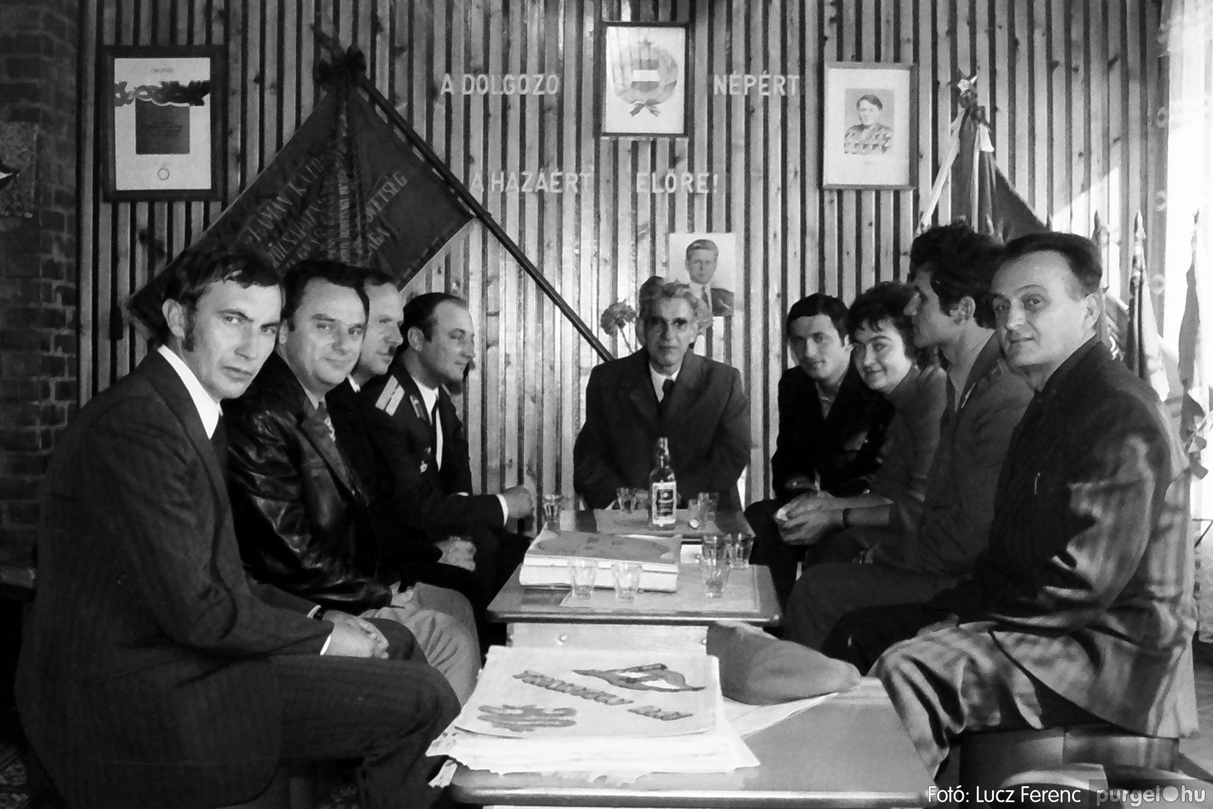 093. 1977. Szovjet katonák látogatása a nagy októberi szocialista forradalom 60. évfordulóján 017. - Fotó: Lucz Ferenc.jpg