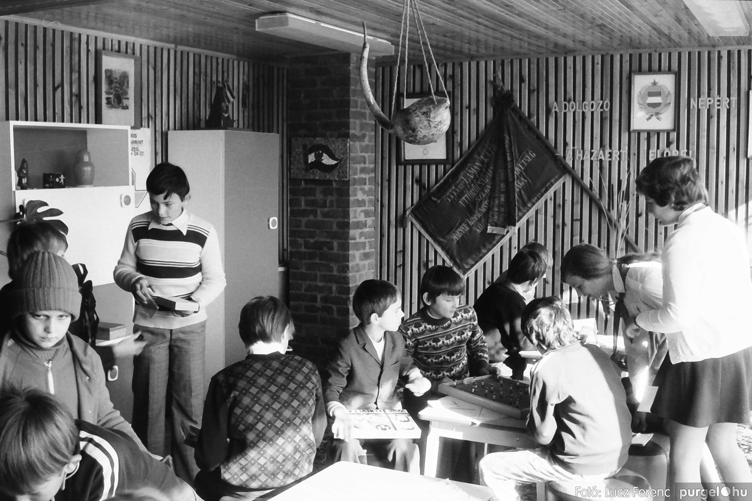 093. 1977. Szovjet katonák látogatása a nagy októberi szocialista forradalom 60. évfordulóján 002. - Fotó: Lucz Ferenc.jpg