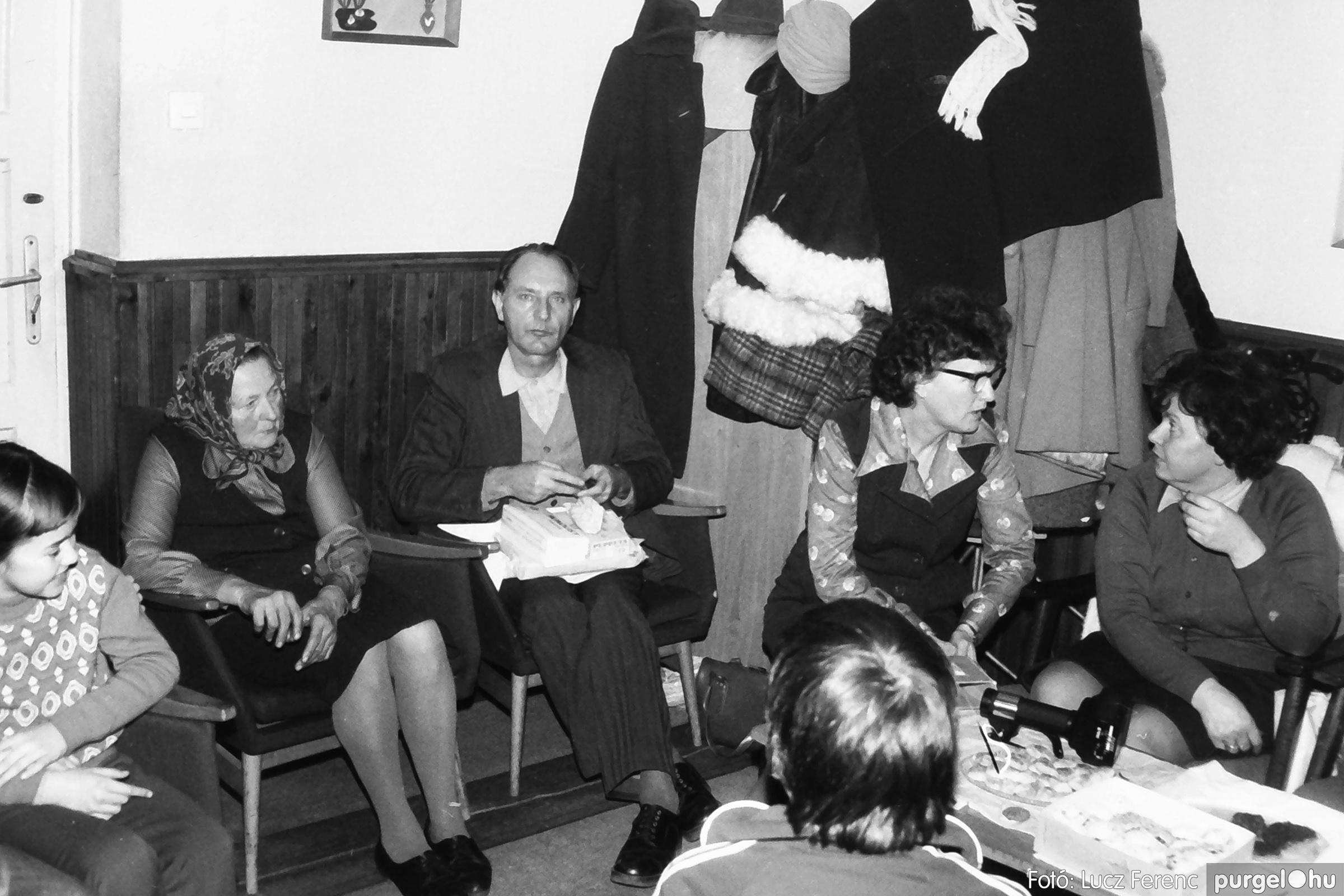 096. 1977. Karácsonyi összejövetel a kultúrházban 018. - Fotó: Lucz Ferenc.jpg