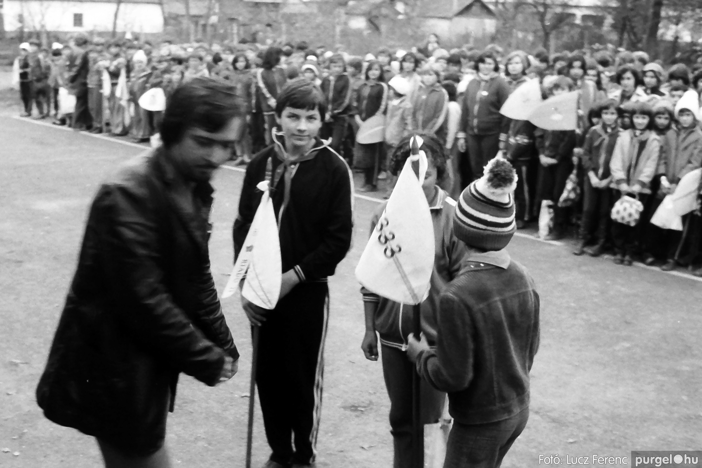 092. 1977. Úttörő rendezvény a Központi Általános Iskolában 024. - Fotó: Lucz Ferenc.jpg
