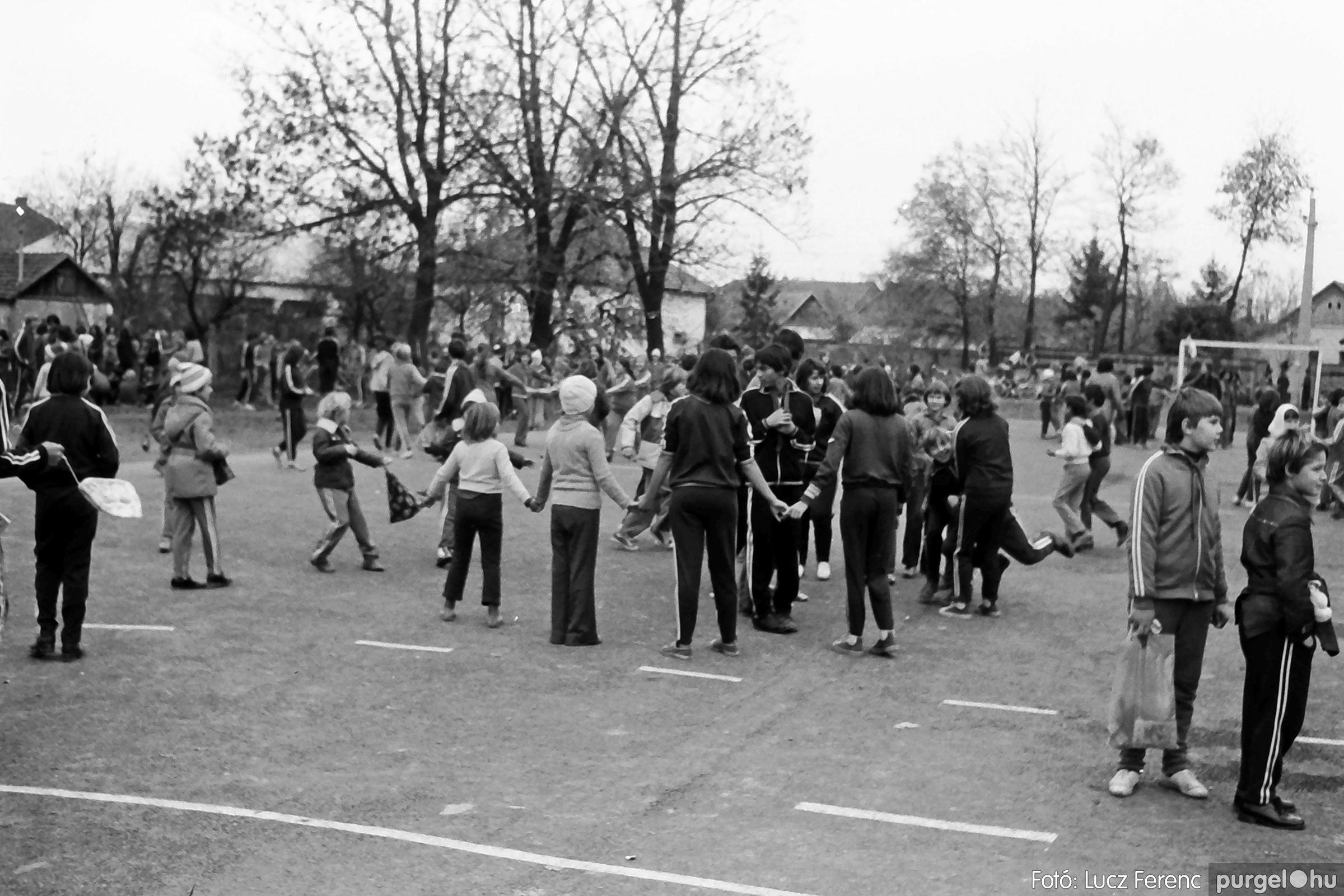 092. 1977. Úttörő rendezvény a Központi Általános Iskolában 018. - Fotó: Lucz Ferenc.jpg