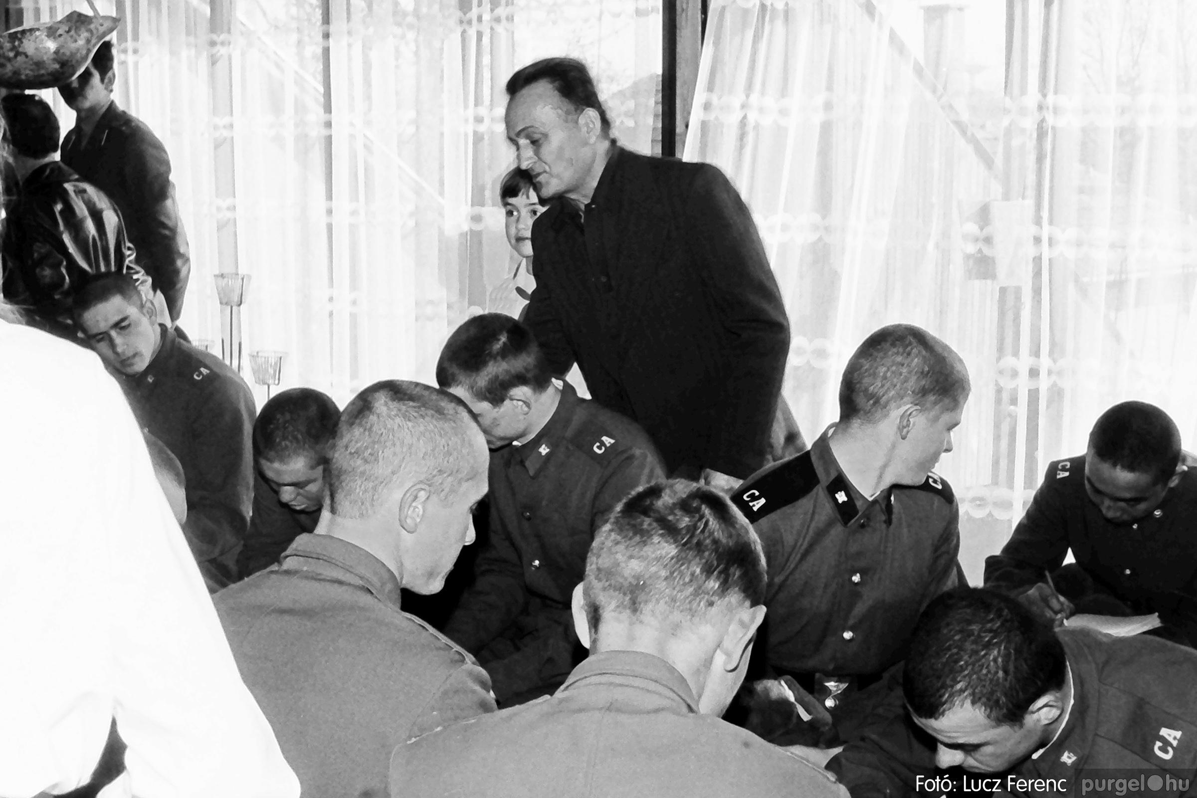 093. 1977. Szovjet katonák látogatása a nagy októberi szocialista forradalom 60. évfordulóján 014. - Fotó: Lucz Ferenc.jpg