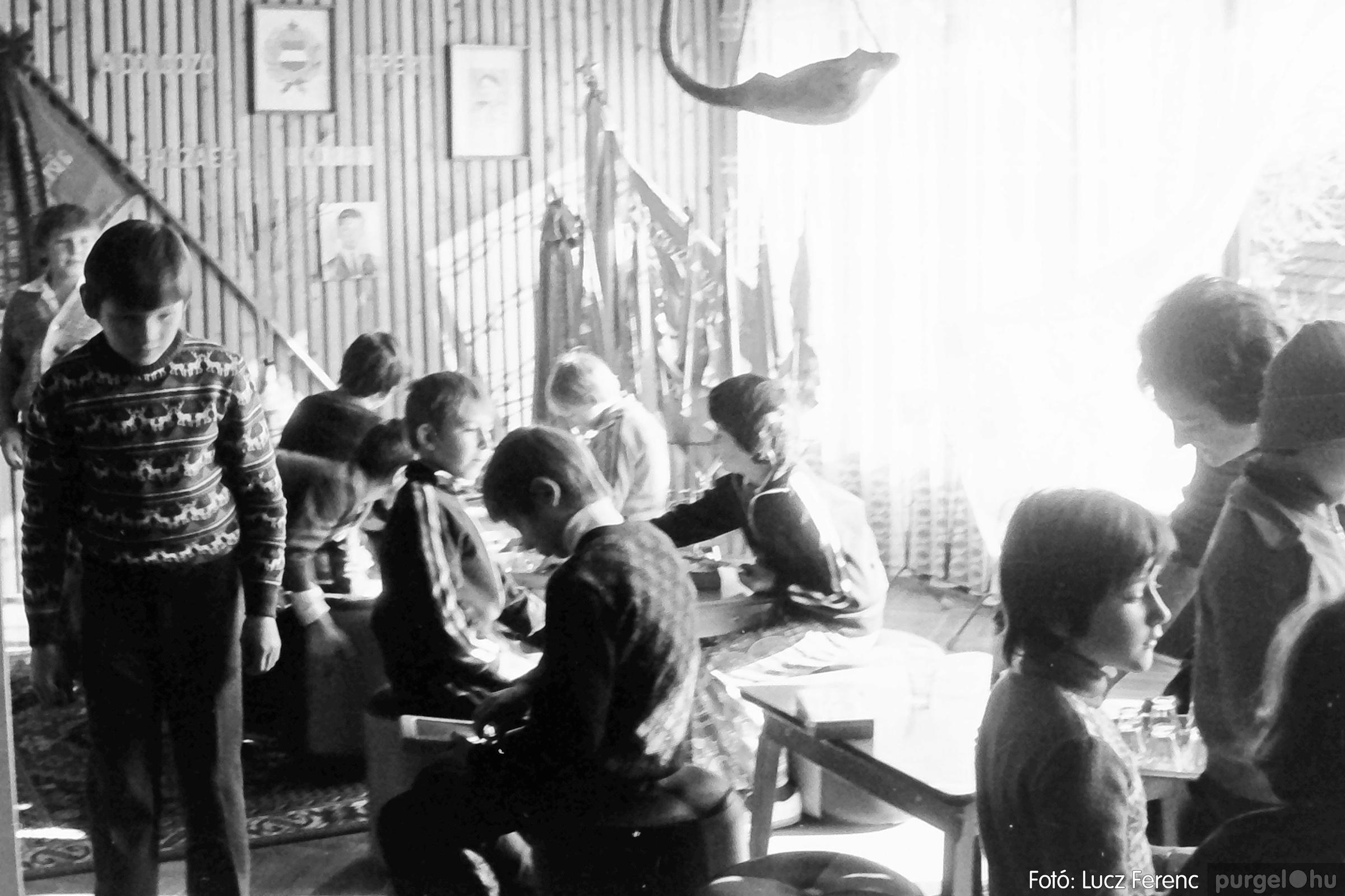 093. 1977. Szovjet katonák látogatása a nagy októberi szocialista forradalom 60. évfordulóján 003. - Fotó: Lucz Ferenc.jpg