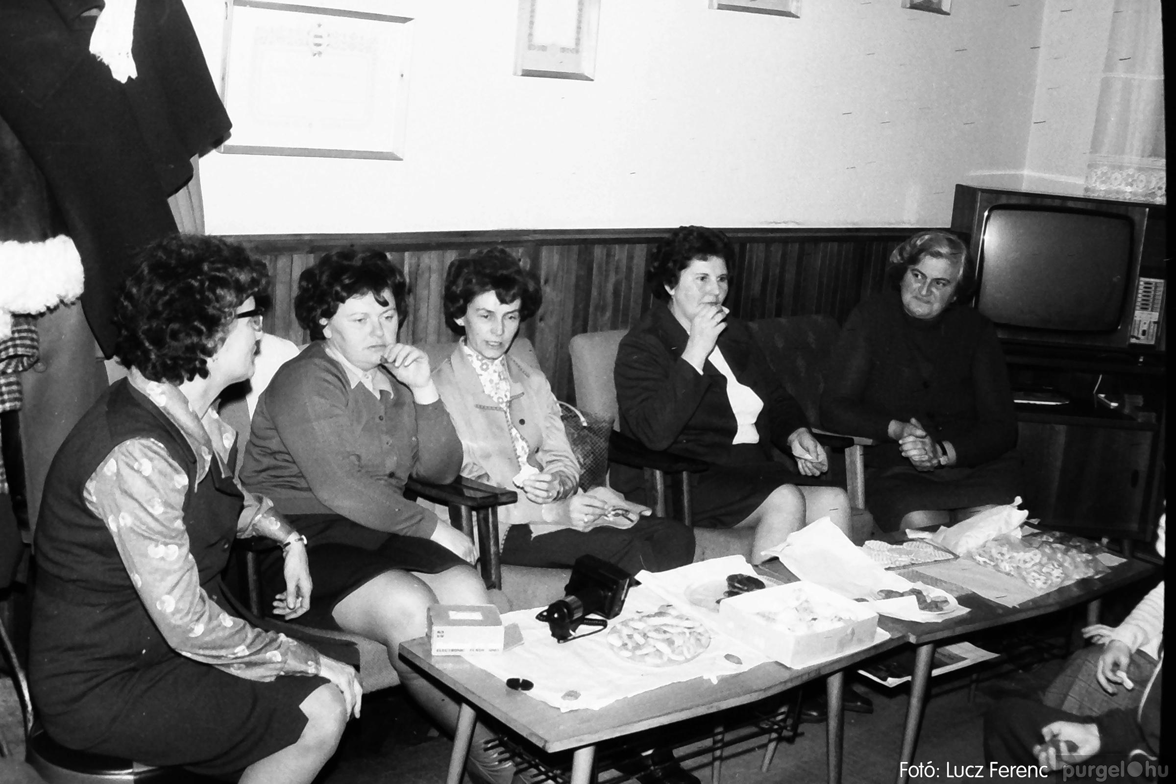096. 1977. Karácsonyi összejövetel a kultúrházban 017. - Fotó: Lucz Ferenc.jpg