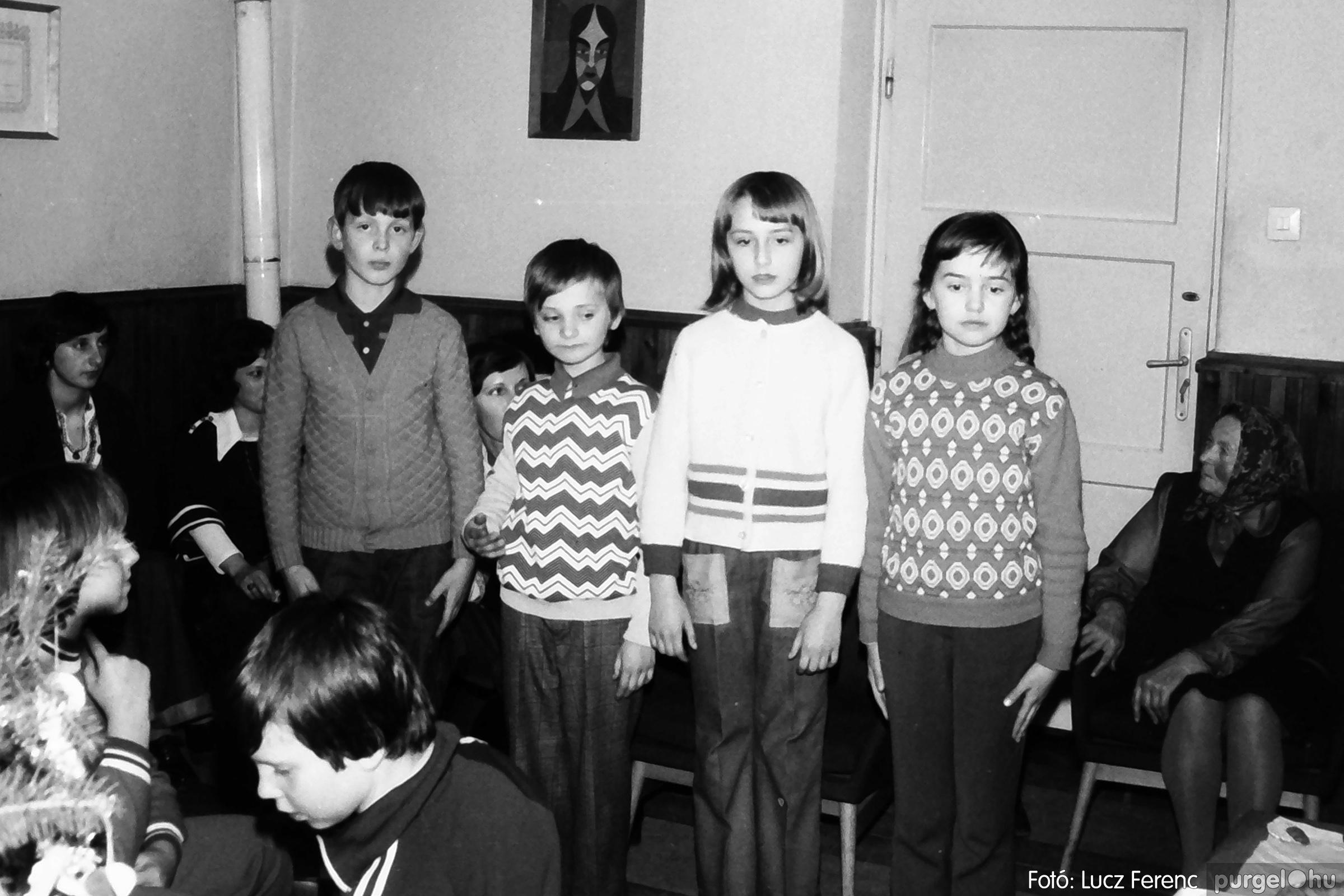 096. 1977. Karácsonyi összejövetel a kultúrházban 014. - Fotó: Lucz Ferenc.jpg