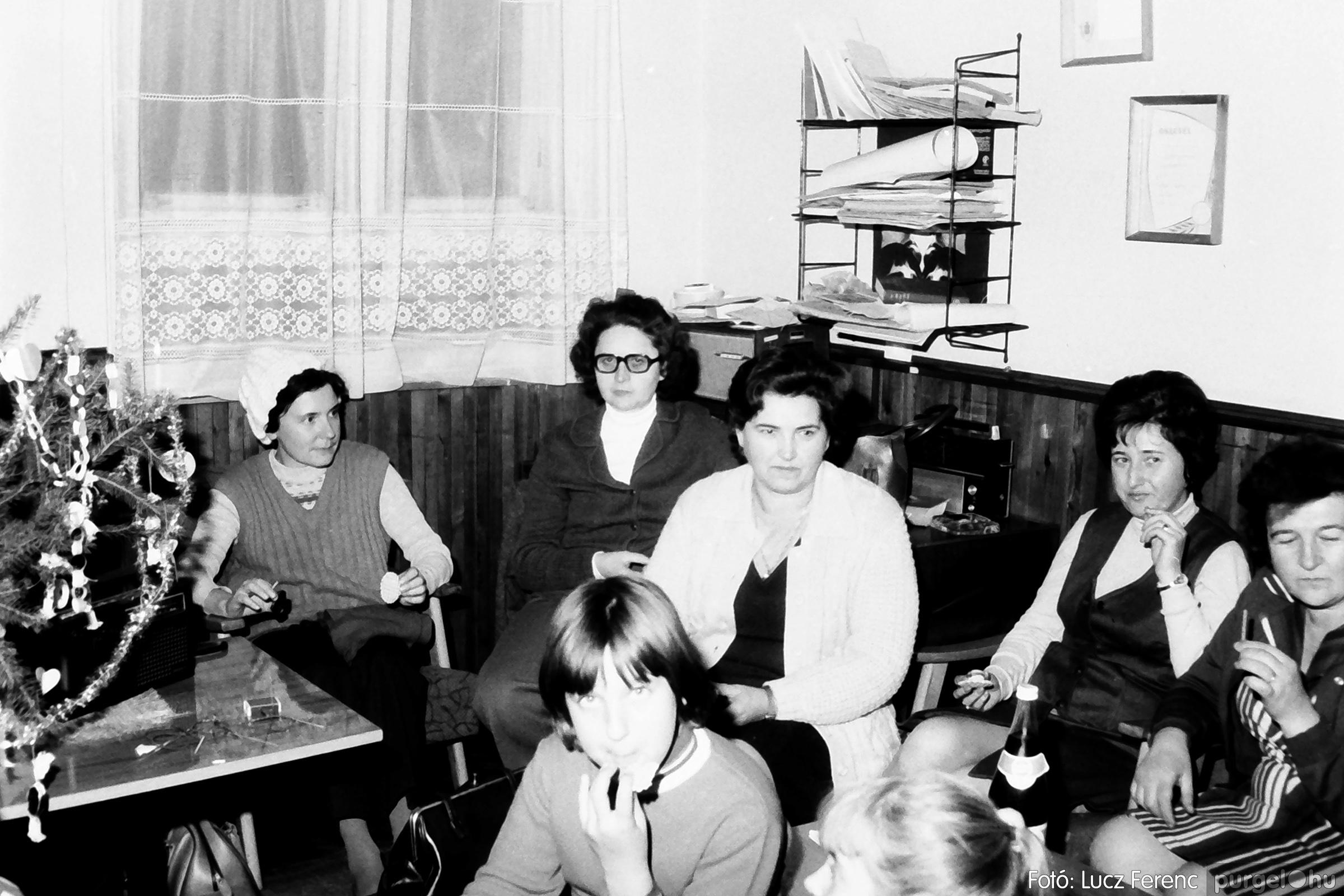 096. 1977. Karácsonyi összejövetel a kultúrházban 013. - Fotó: Lucz Ferenc.jpg