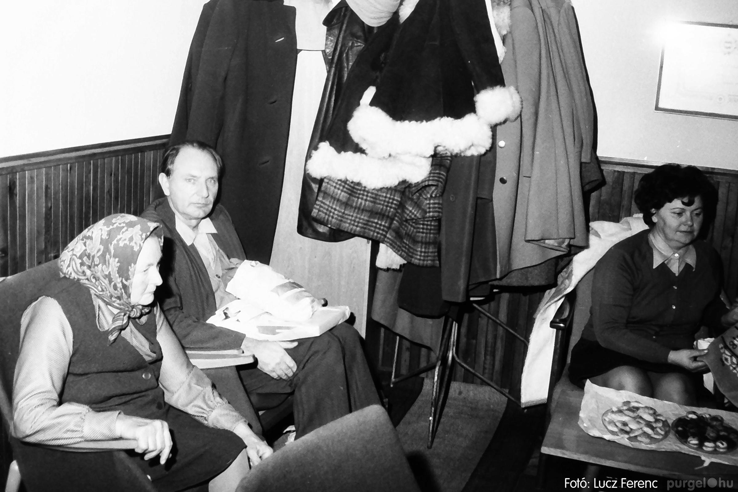 096. 1977. Karácsonyi összejövetel a kultúrházban 007. - Fotó: Lucz Ferenc.jpg