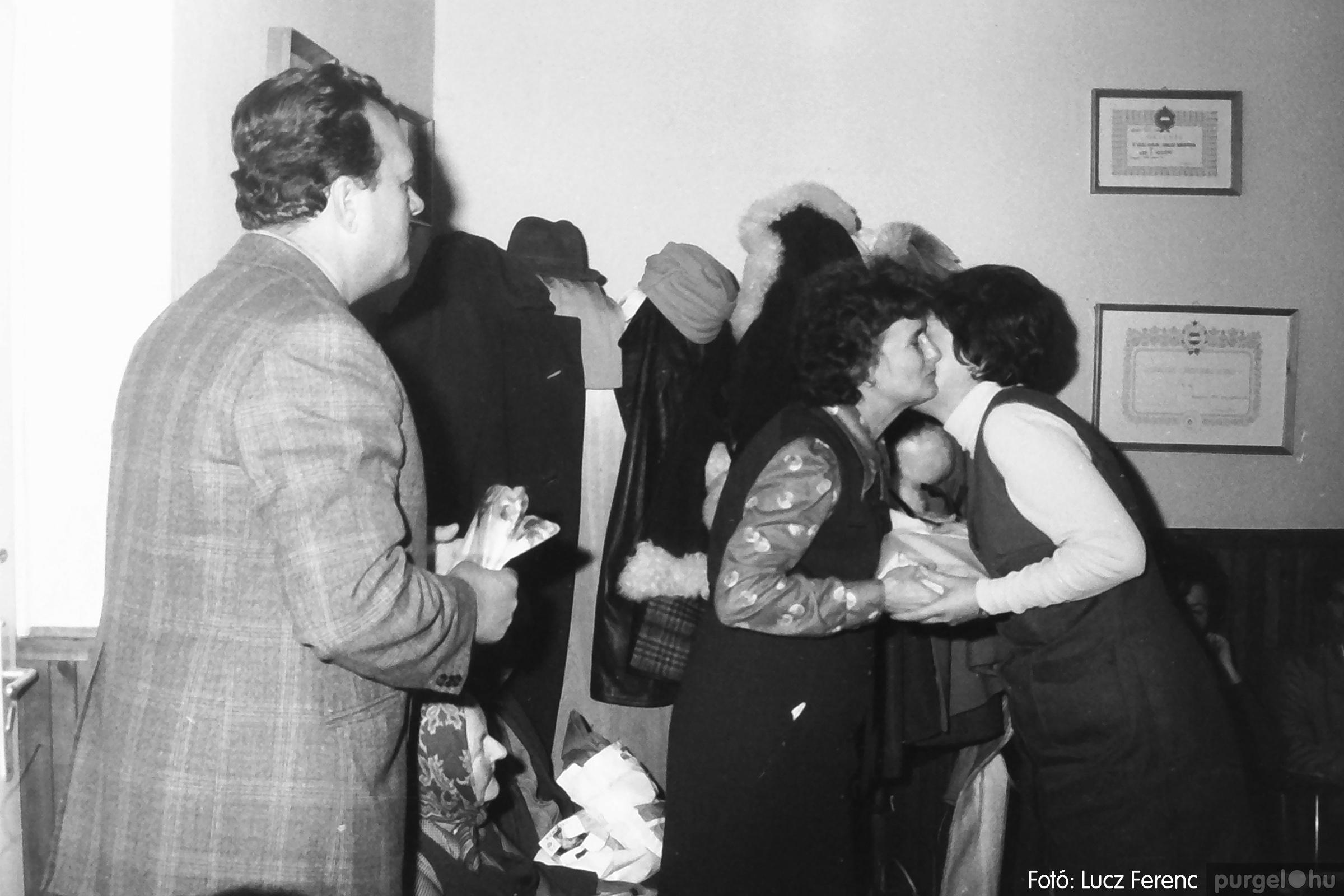 096. 1977. Karácsonyi összejövetel a kultúrházban 004. - Fotó: Lucz Ferenc.jpg