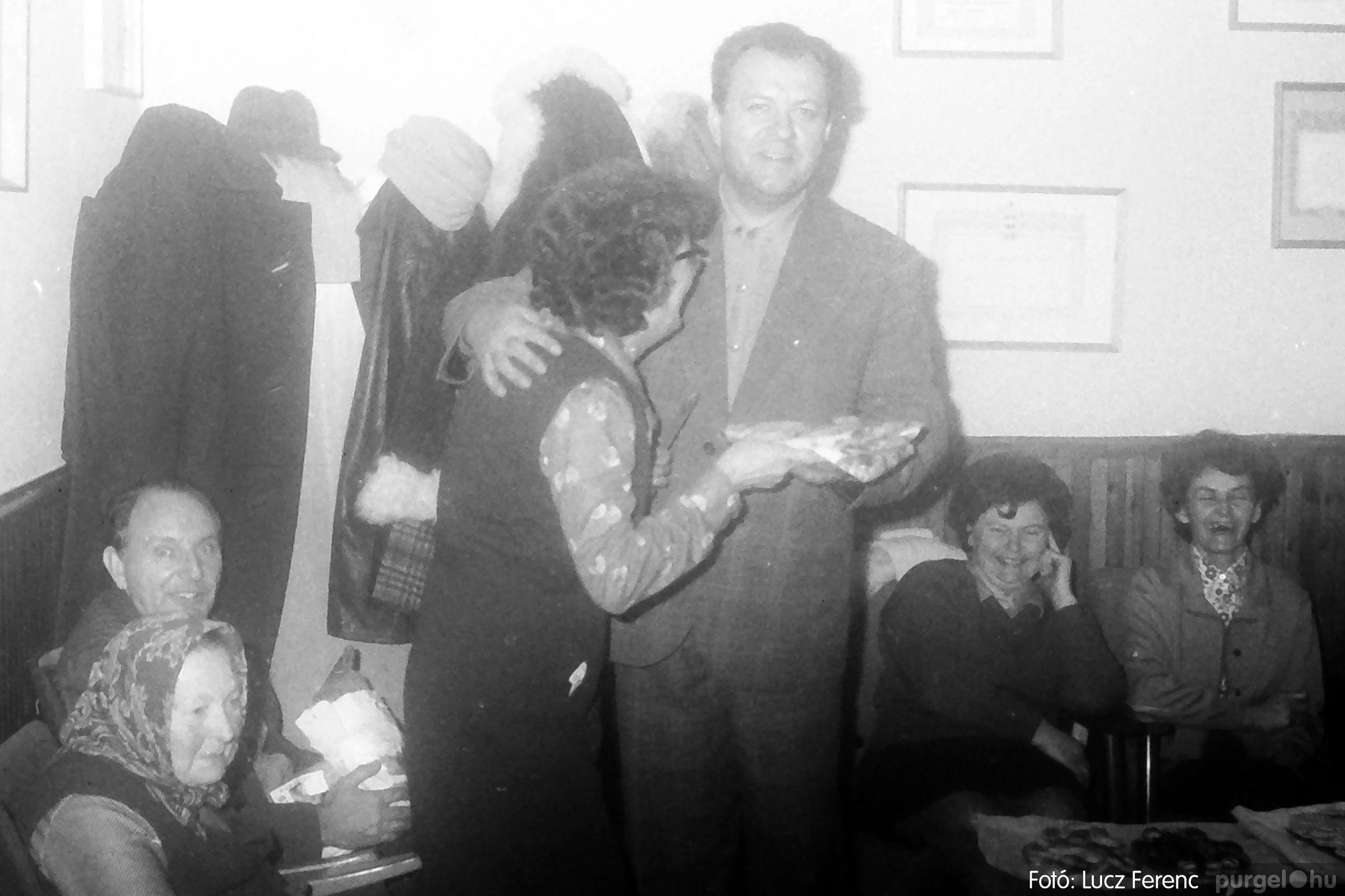 096. 1977. Karácsonyi összejövetel a kultúrházban 002. - Fotó: Lucz Ferenc.jpg