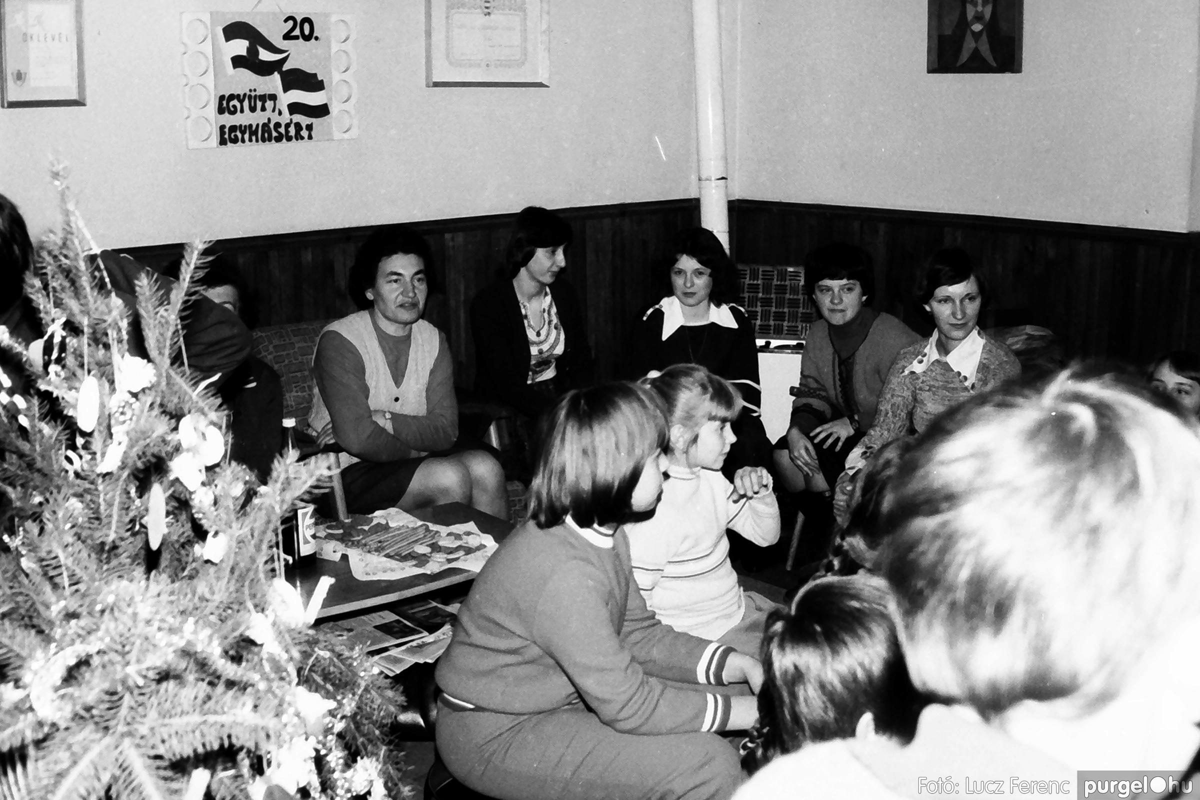 096. 1977. Karácsonyi összejövetel a kultúrházban 019. - Fotó: Lucz Ferenc.jpg
