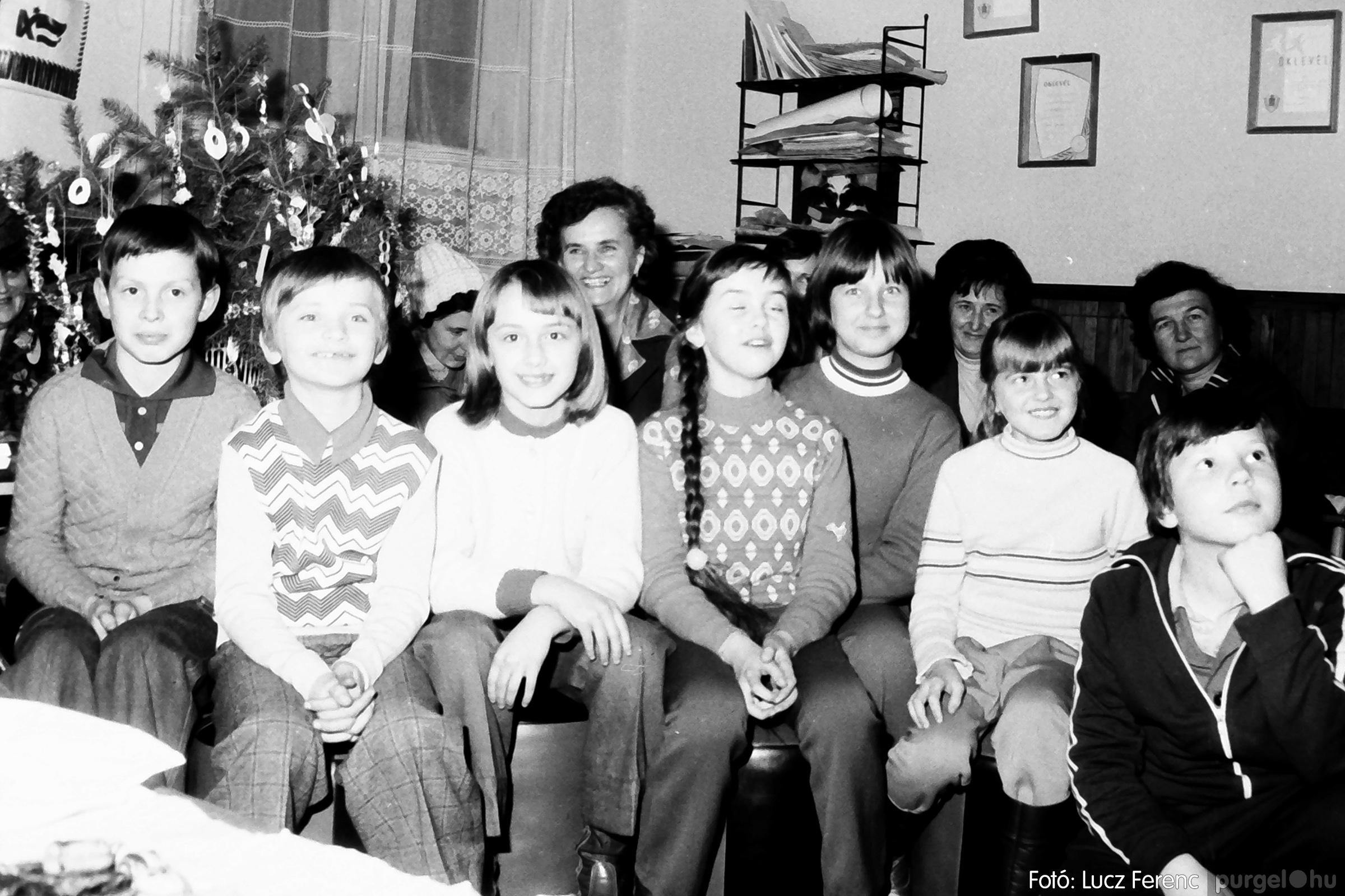 096. 1977. Karácsonyi összejövetel a kultúrházban 012. - Fotó: Lucz Ferenc.jpg