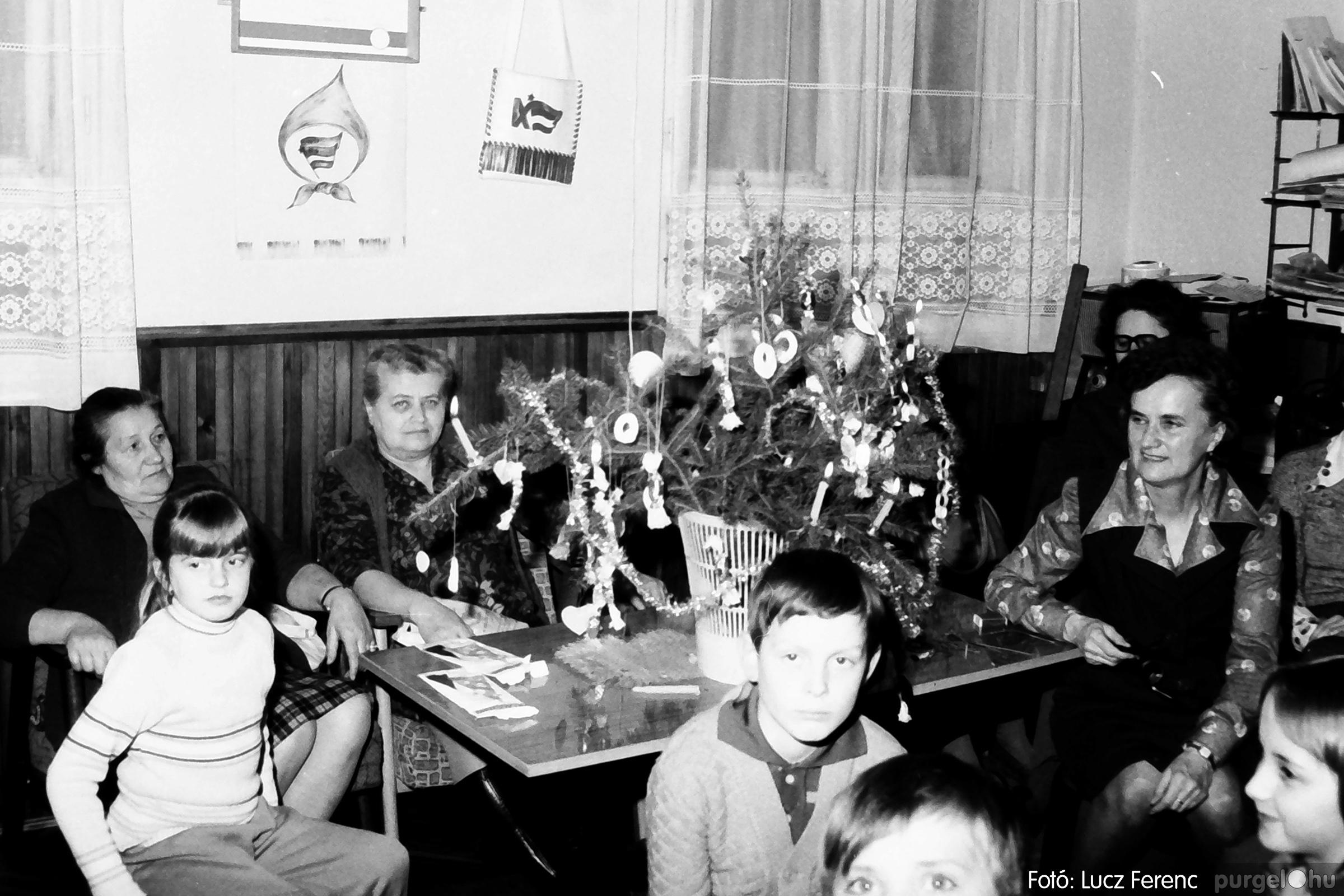 096. 1977. Karácsonyi összejövetel a kultúrházban 009. - Fotó: Lucz Ferenc.jpg