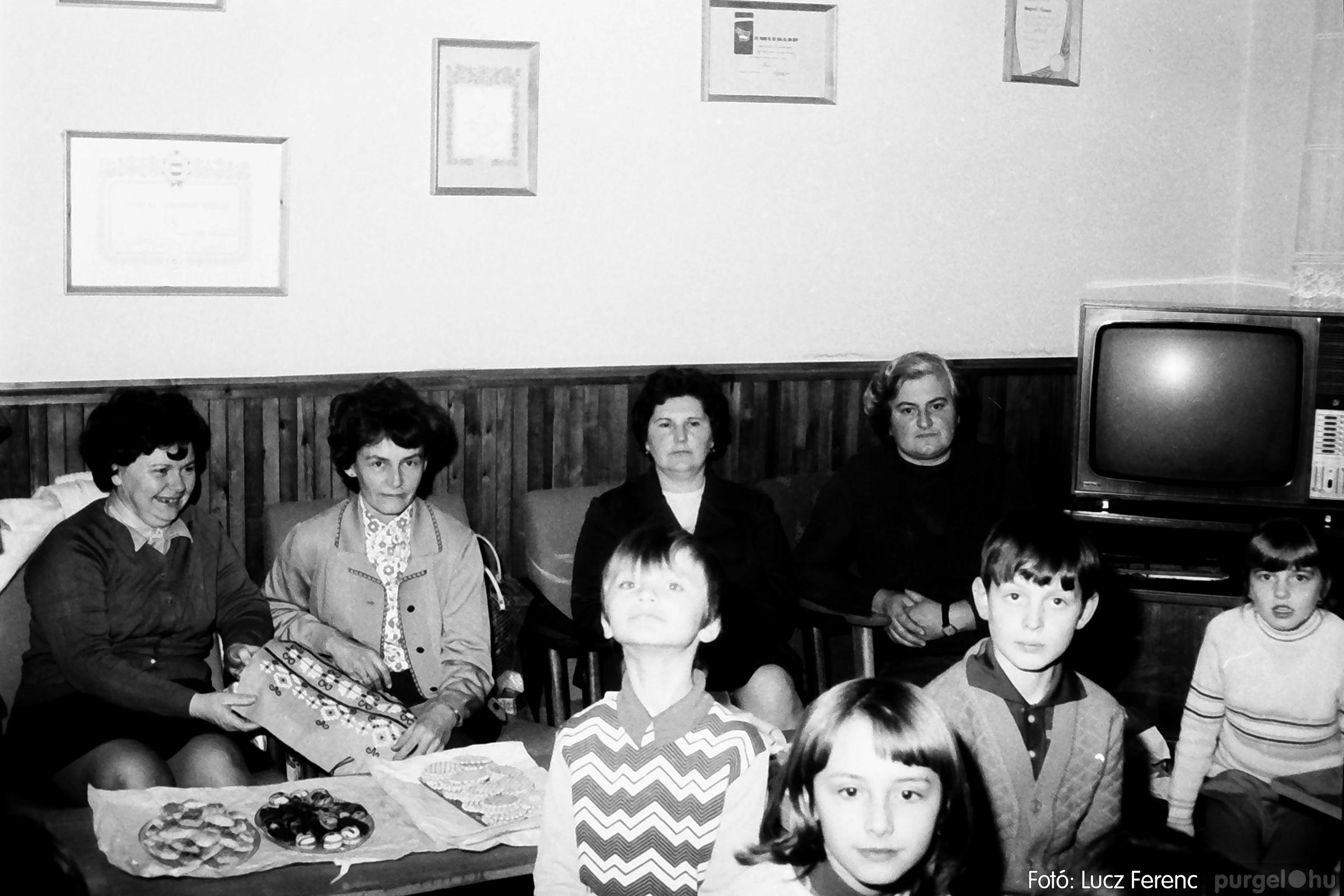 096. 1977. Karácsonyi összejövetel a kultúrházban 008. - Fotó: Lucz Ferenc.jpg
