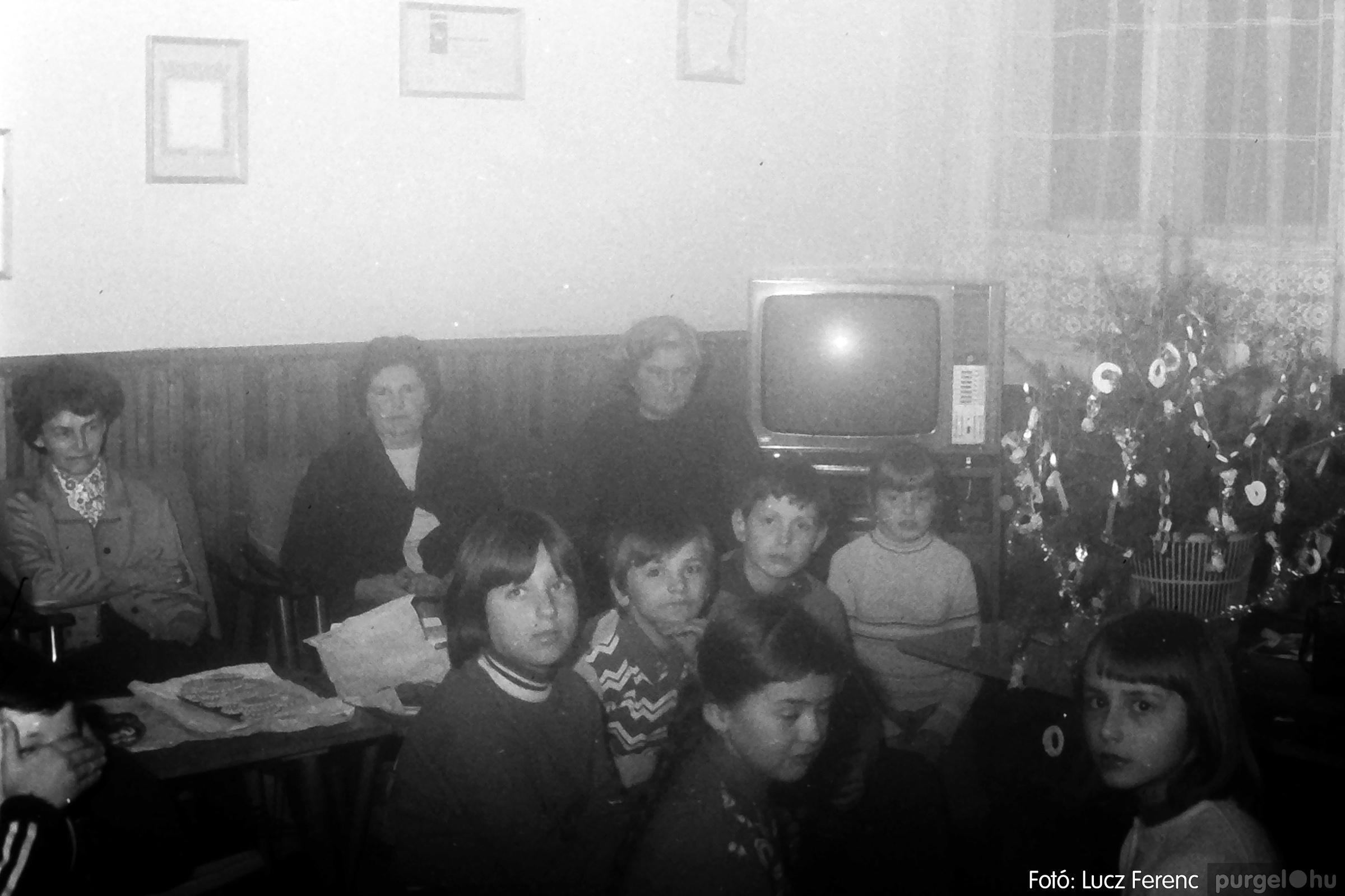 096. 1977. Karácsonyi összejövetel a kultúrházban 001. - Fotó: Lucz Ferenc.jpg