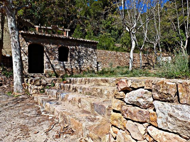 Caseta de piedra en la Font de l'Or Nàquera - València