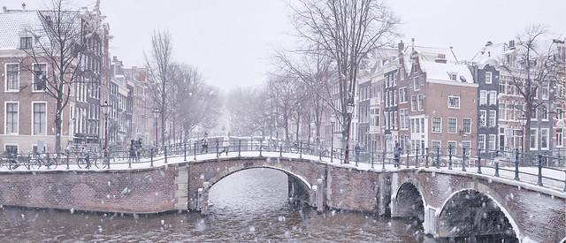 Amsterdam woke up in a white world