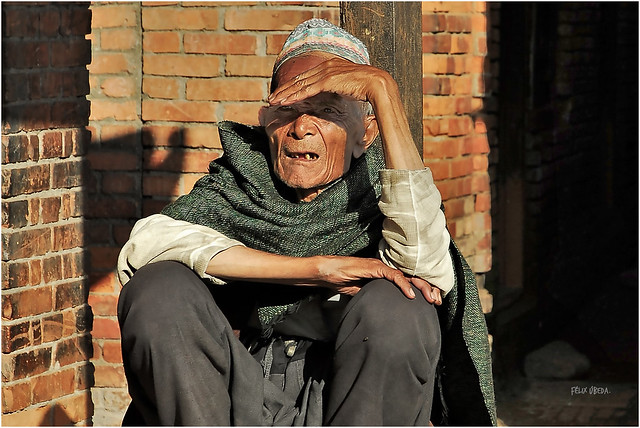 Nepal - Looking at  the street !