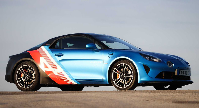 alpine-a110-trackside-cars-debut-as-rad-daily-commuters-for-f1-drivers (3)