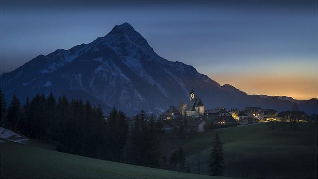 _DSC32087 Vorderstoder Village with Mt. Kleiner Priel at the evening / Upper-Austria