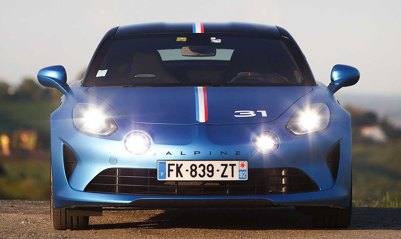 alpine-a110-trackside-cars-debut-as-rad-daily-commuters-for-f1-drivers (2)