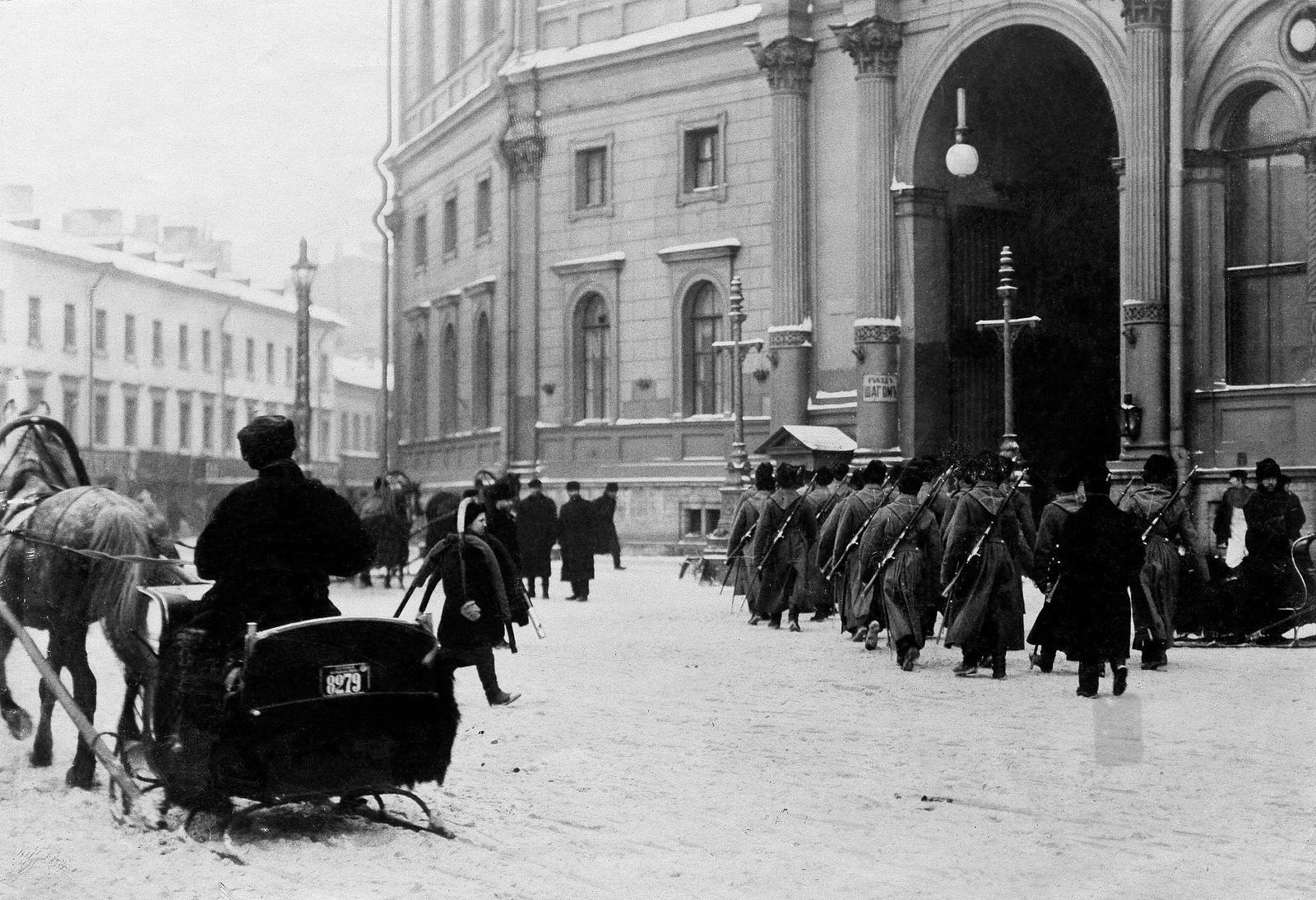 1904. Смена караула