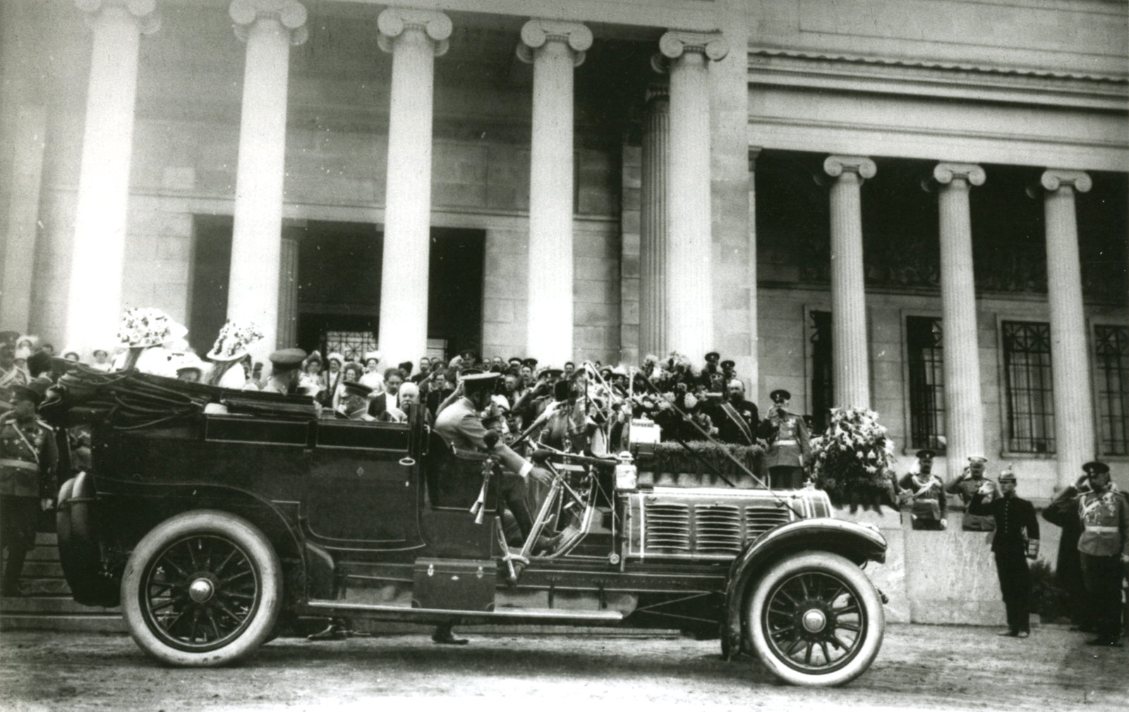 1912. Николай II отбывает с церемонии открытия Музея изящных искусств имени императора Александра III
