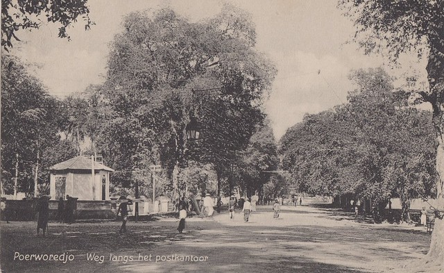 Purworejo - Road along the Post Office, 1915