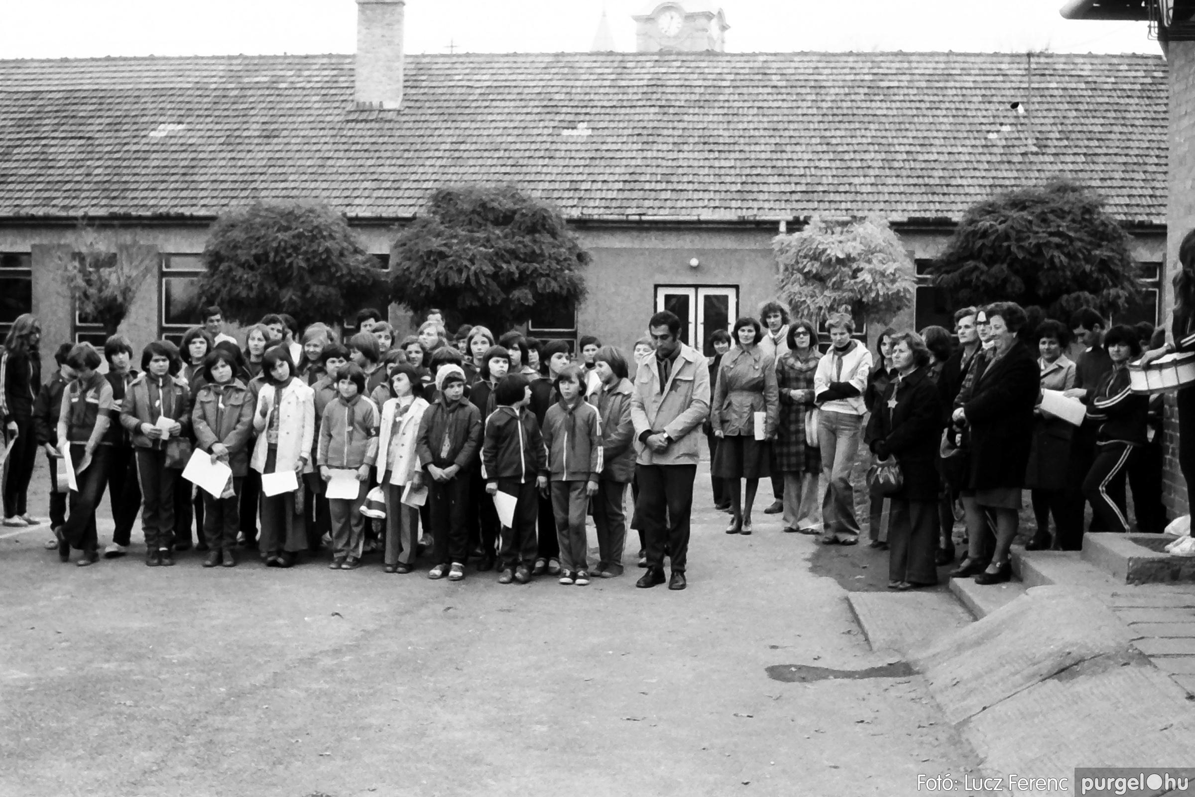 092. 1977. Úttörő rendezvény a Központi Általános Iskolában 032. - Fotó: Lucz Ferenc.jpg