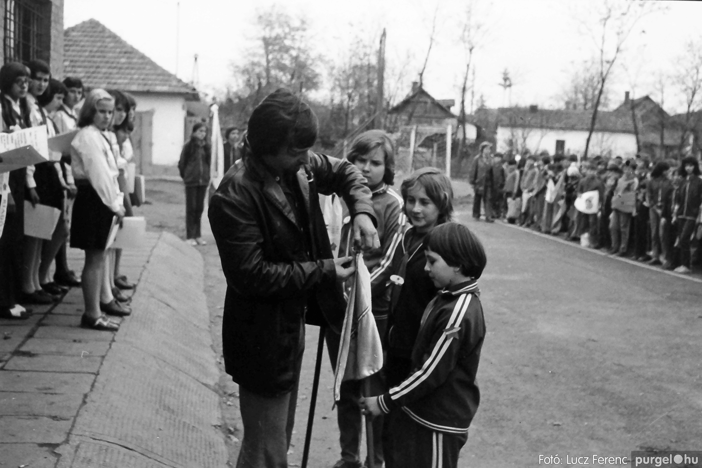 092. 1977. Úttörő rendezvény a Központi Általános Iskolában 027. - Fotó: Lucz Ferenc.jpg