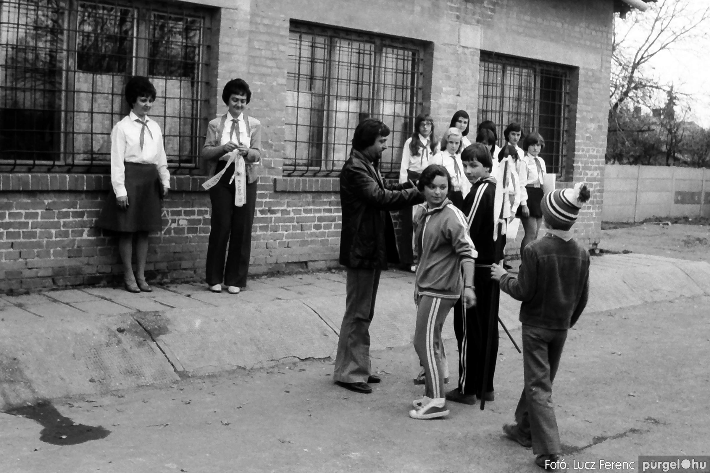 092. 1977. Úttörő rendezvény a Központi Általános Iskolában 022. - Fotó: Lucz Ferenc.jpg