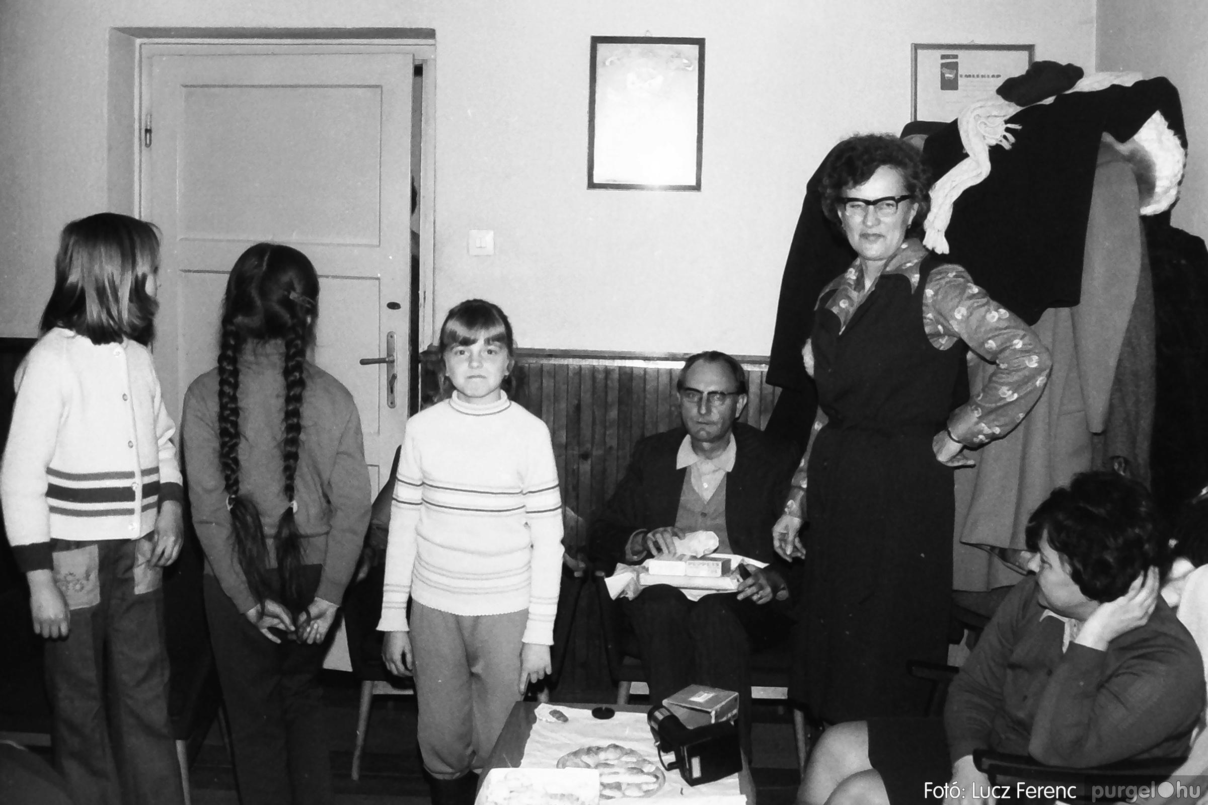 096. 1977. Karácsonyi összejövetel a kultúrházban 015. - Fotó: Lucz Ferenc.jpg