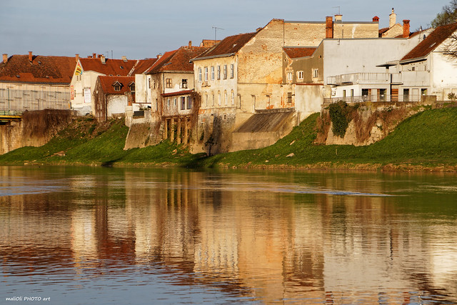 Houses by the river Kupa