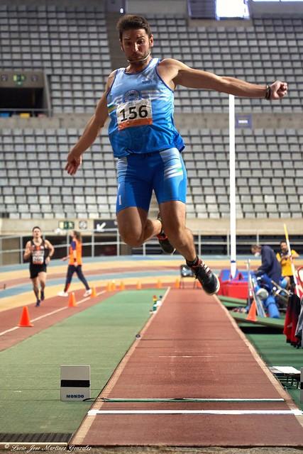 Atletismo Máster. Campeonato de Cataluña Indoor. Salto de Longitud. El vuelo.