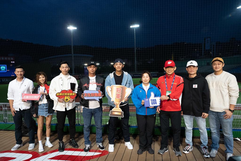 味全龍第一屆龍星大樂歌唱大賽由球員朱祥麟拿下冠軍。(味全提供)