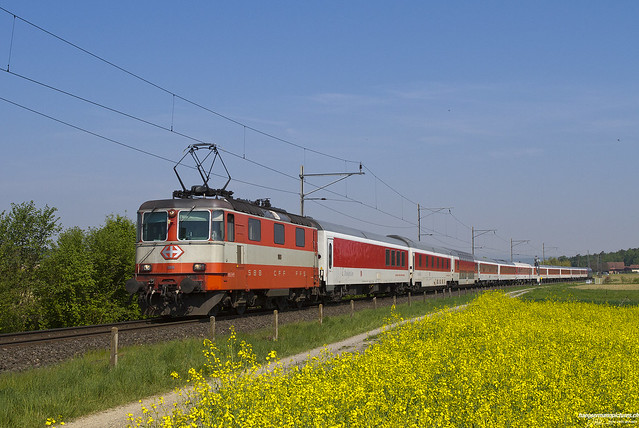 Re 4/4 11108 mit CNL / Henggart