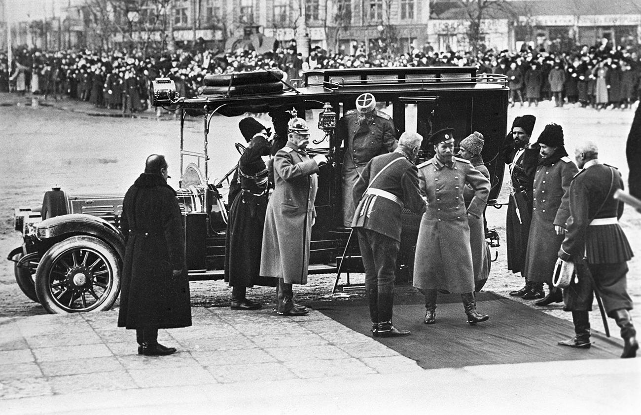 1913. Прибытие Николая II для участия в праздновании 300-летия Дома Романовых