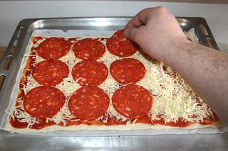 13 - Put on chorizo / Chorizo auflegen