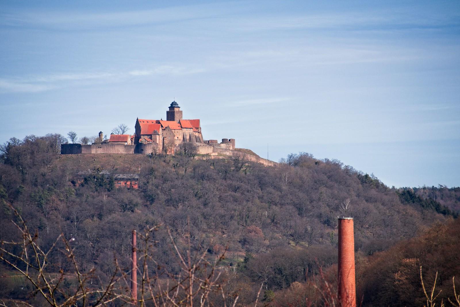 Burg Breuberg, gesehen von Höchst im Odenwald (Canon EOS M50, EF-M 55-200mm f/4.5-6.3 IS STM, 200 mm, Zeitautomatik, 1/500 sek @ f/8, ISO 100)