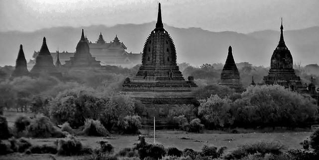 MYANMAR ,Burma - Old-Bagan, Sonnenuntergang mit Blick von der imposanten Shwesandaw-Pagode(Tempel) 78308/13588
