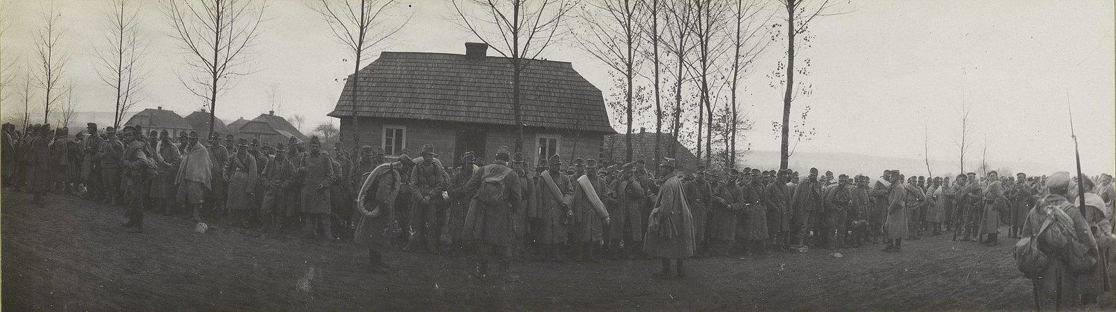 61. Партия пленных австрийцев перед отправлением с этапа Зволен
