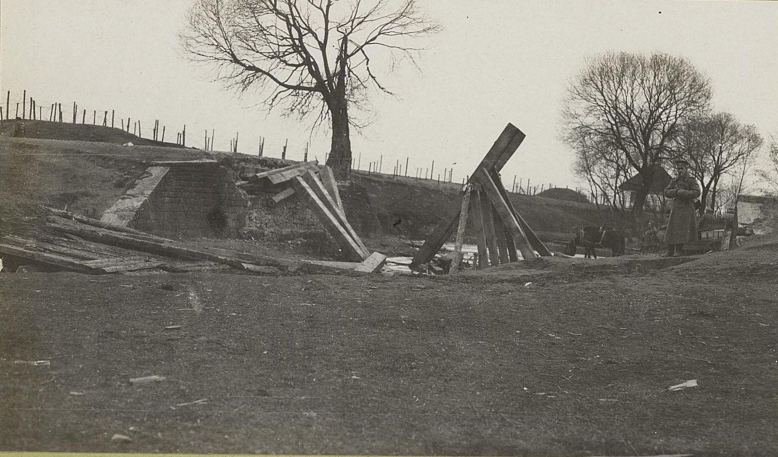 59. Мост на шоссе между Радомом и Кельцами, разрушенный при отступлении германцами