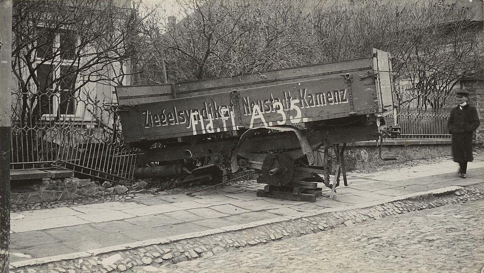 57. Оставленный германцами грузовик