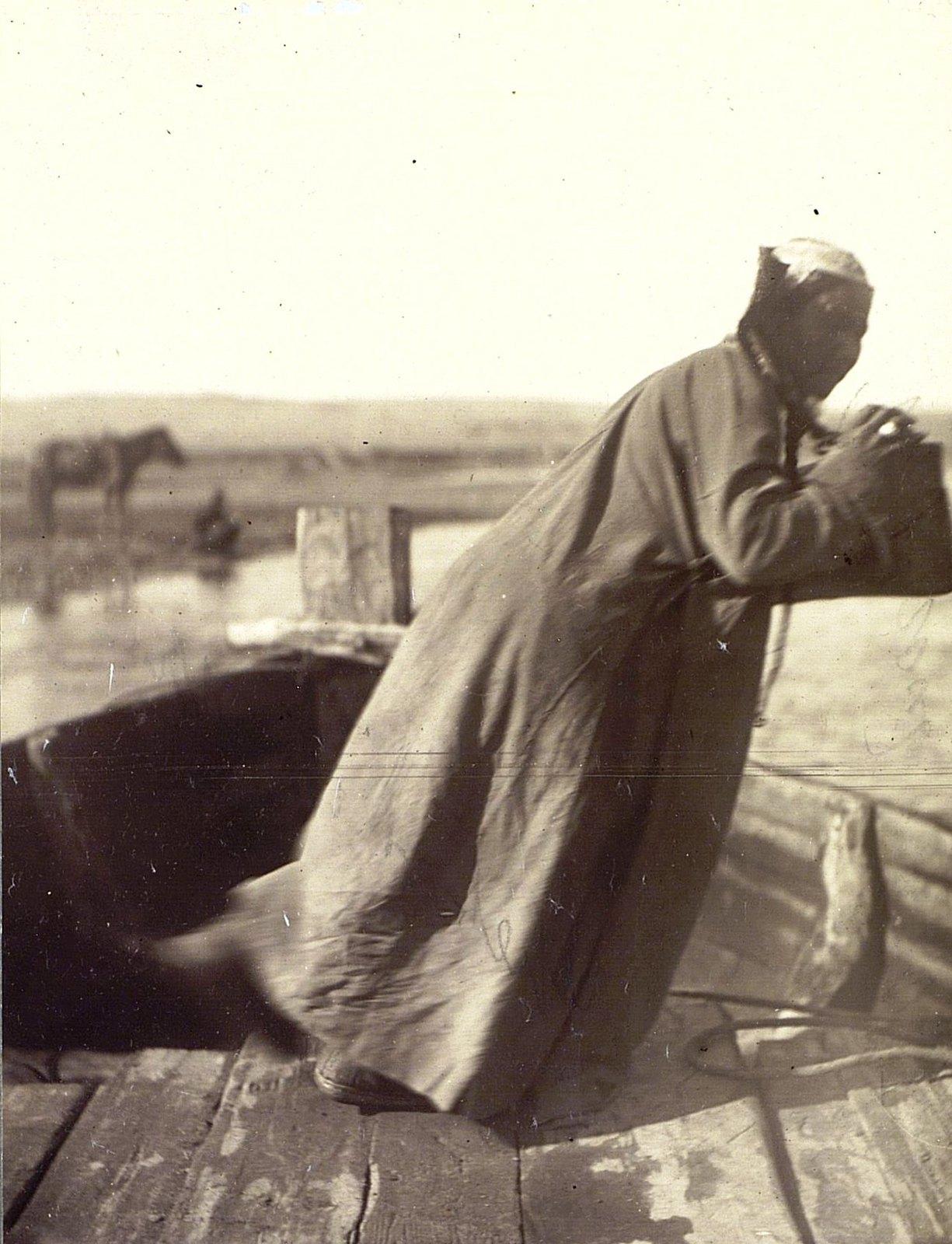 Переправа через реку Иро-Гол. Рулевой