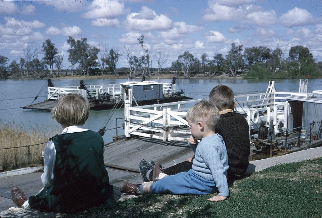 River Murray punts 1966 - photo by Ted Coote